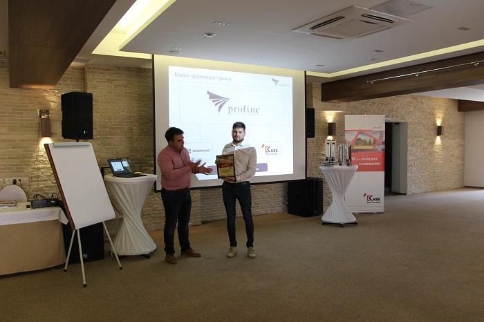 profine RUS вручила сертификат официального партнера липецкой компании ГК Оконные Технологии.